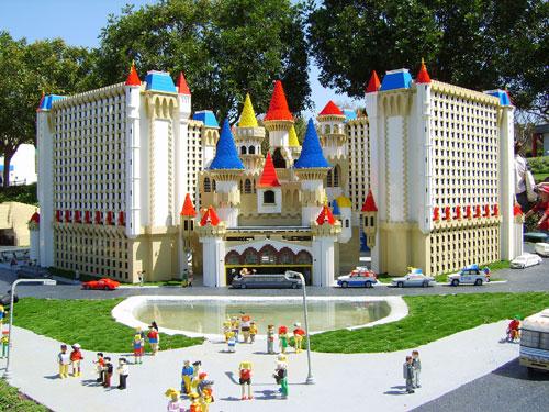 Lâu đài Excalibur bằng lego