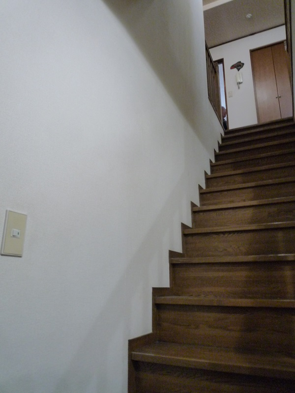 手すり取付前の階段