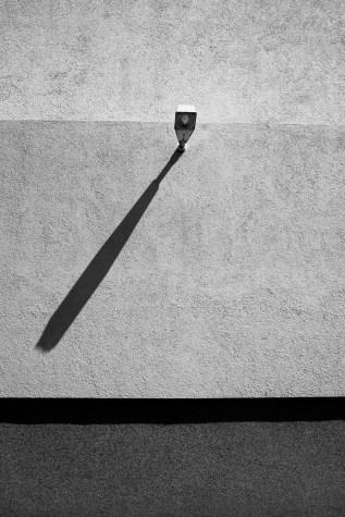 cast a shadow