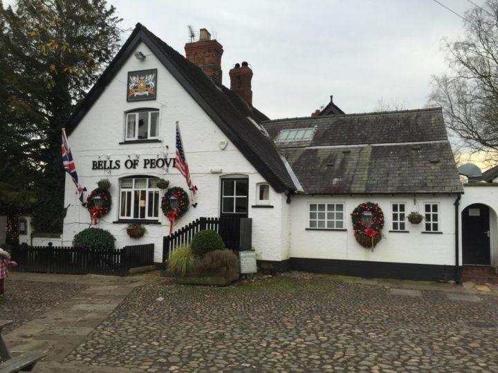 The Bells of Peover - Der Name weist schon auf den Glockenklang hin! Schönes Restaurant südlich von Manchester