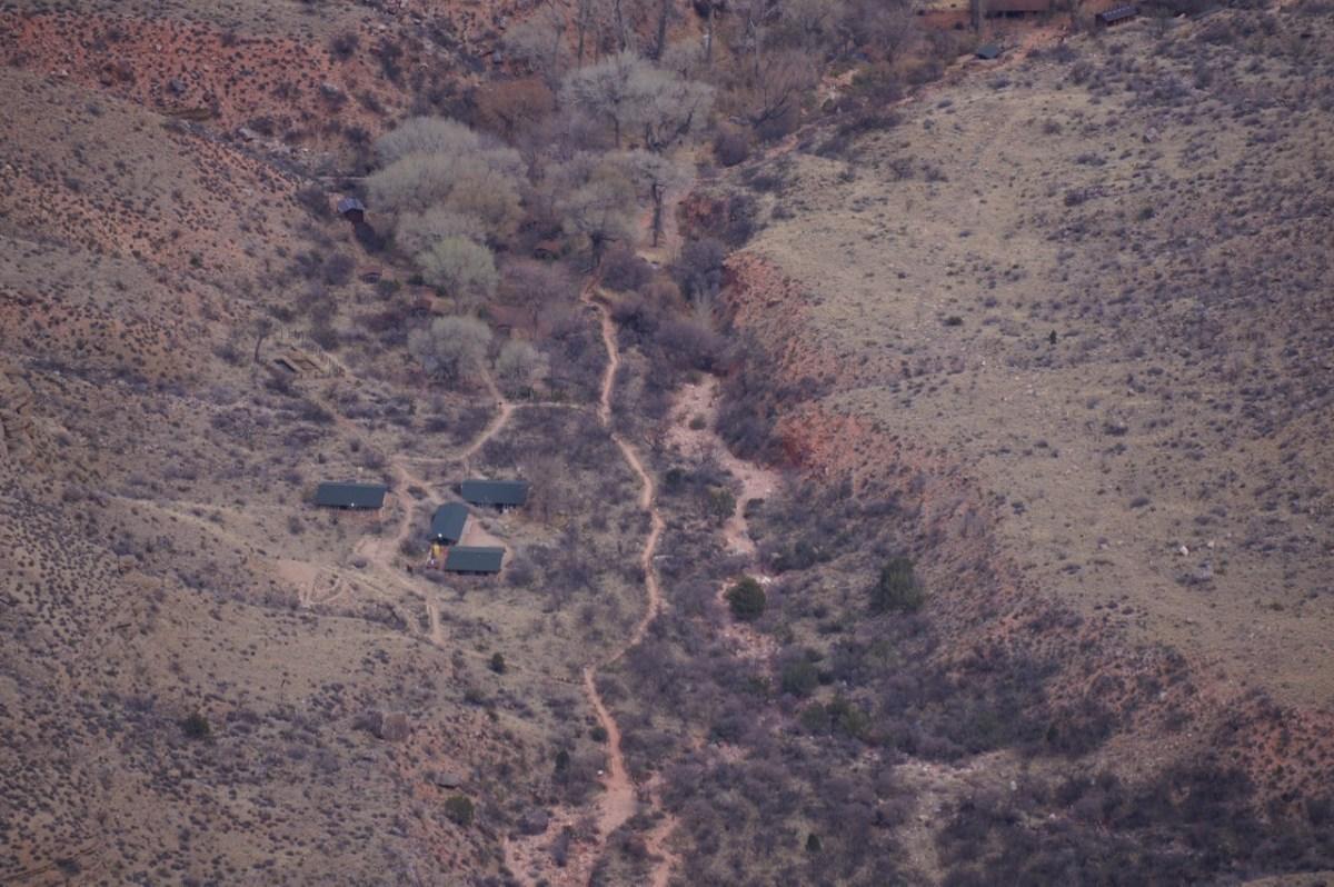 Дома на дне каньона