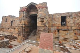A mesquita islâmica criada com pedaços de outros templos Hindus e Jian
