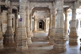Todos os pilares são incrivelmente detalhados. Vale a pena olhar com cuidado.
