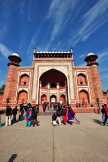 Preste atenção nesta linha central no chão... ela é a base de toda a simetria do Taj Mahal