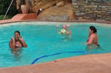 """""""Vem pra piscina"""" dizia o Fernando. Jurando que estava quentinha."""