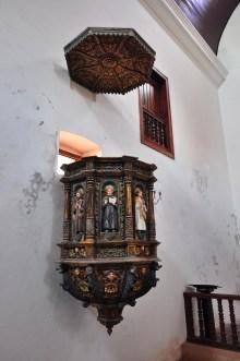 Pequeno detalhe do espaço da missa onde o rei sentava para assistir as missas