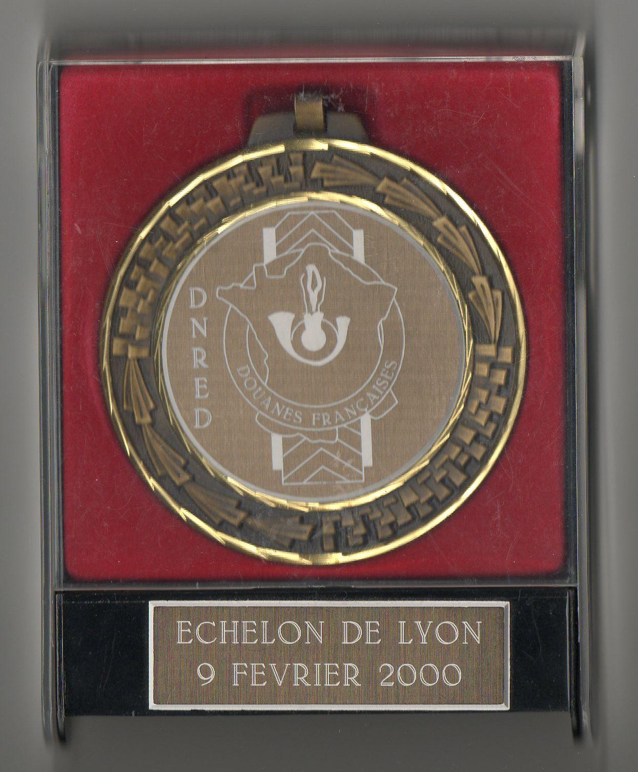 https://i1.wp.com/douanesinsignes.chez-alice.fr/medaille%20avec%20boite%20dnred%20lyon.jpg