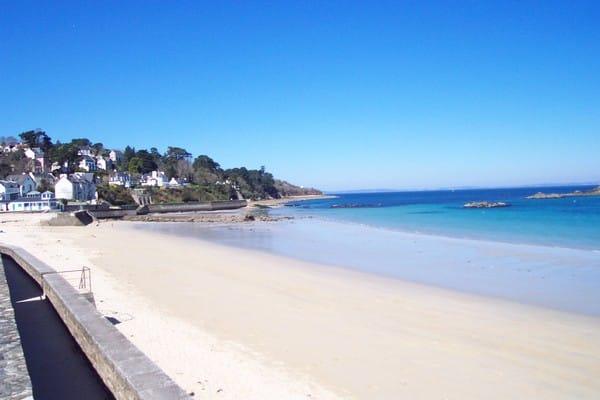 La plage des sables blancs à Douarnenez