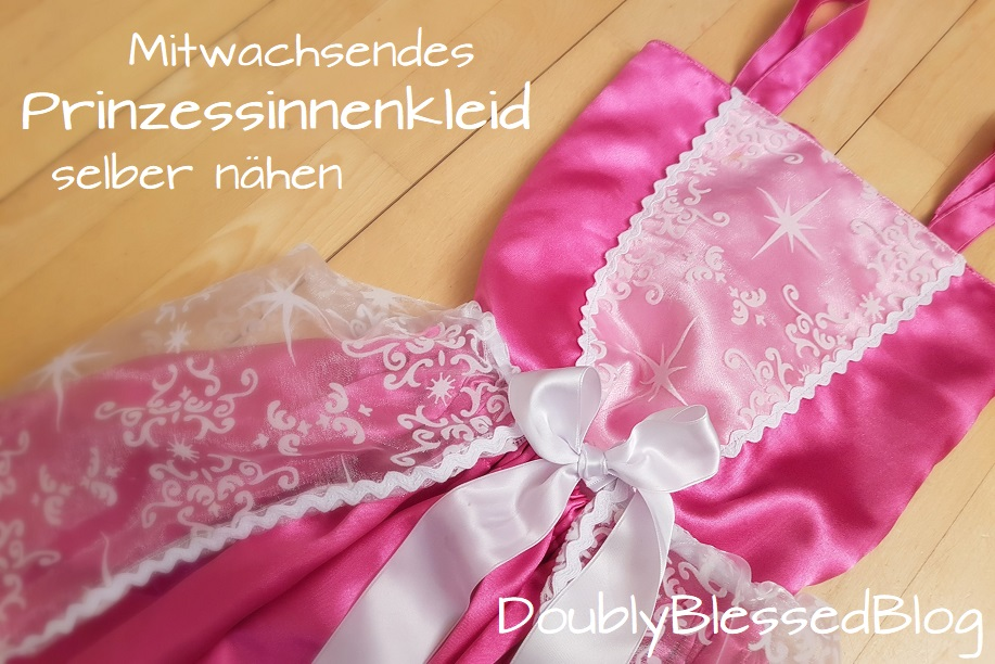 Selbstgenähtes Prinzessinnenkleid mit Unterrock und Oberteil in pink und durchscheinendem Überrock und Dekoelement auf dem Oberteil in weiss.