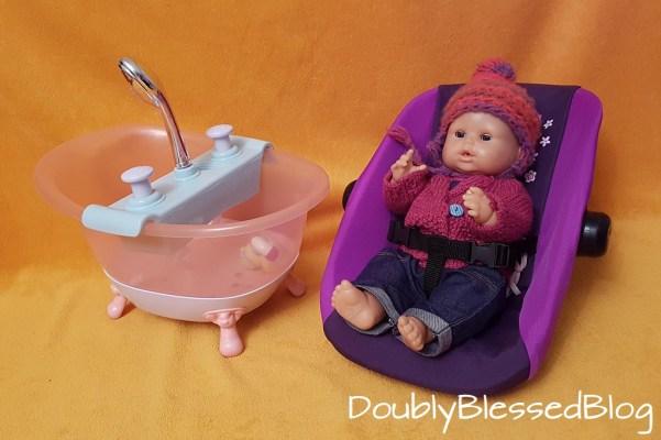 Geschenkideen für 4-jährige Mädchen und Jungen - Puppenzubehör Badewanne und Maxicosi