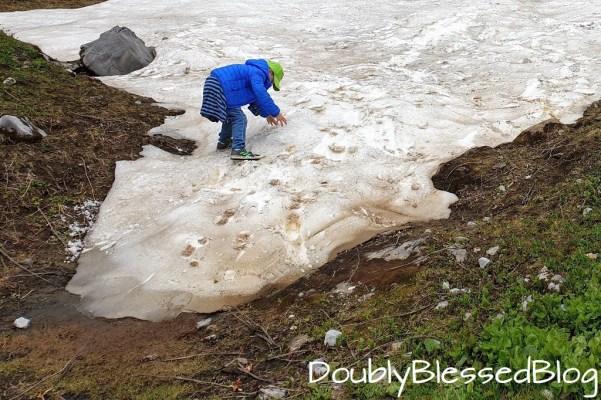 Schneefelder bei der Familienwanderung im Kanton Obwalden