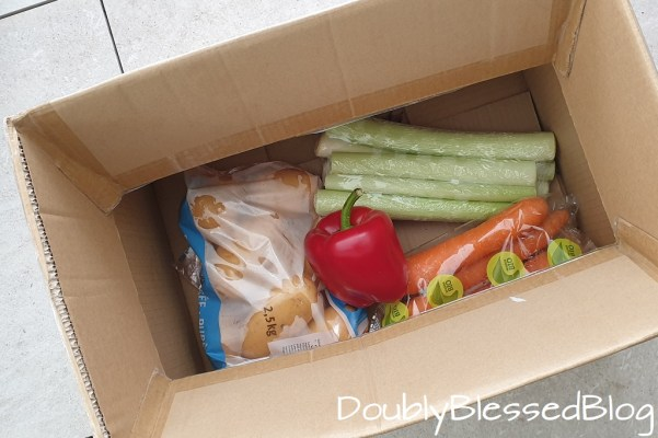 Zuwenig Platz im Kühlschrank - Kartonbox für draussen im Winter