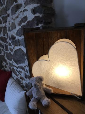 Lierre en forme de coeur avec petit ours en peluche