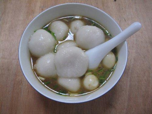 大湯圓 datangyuan, soupe de grands tangyuan - 鹌鹑蛋汤圆汤 Tangyuan soup