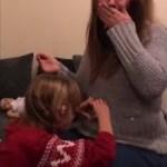 【1:36秒に感動】耳の聞こえない女の子が自分に兄弟ができるとわかった感動の瞬間