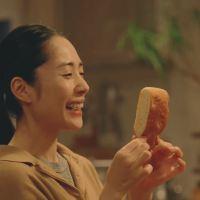 深津絵里 が出演する 敷島製パン Pasco 超熟 フォカッチャ! のCM「映画」篇