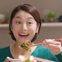 小池栄子 が出演する 味の素 Cook Do きょうの大皿 のCM「 豚バラピーマン ピーマンは好きか⁉」篇「肉みそキャベツ 無限ループ」篇「豚バラなす なす買いすぎちゃった」篇