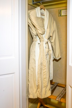 Captain Jefferds Inn robes