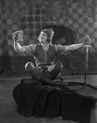 Source: http://silentfilmlivemusic.blogspot.com/2012/06/next-up-robin-hood-on-sunday-june-24.html
