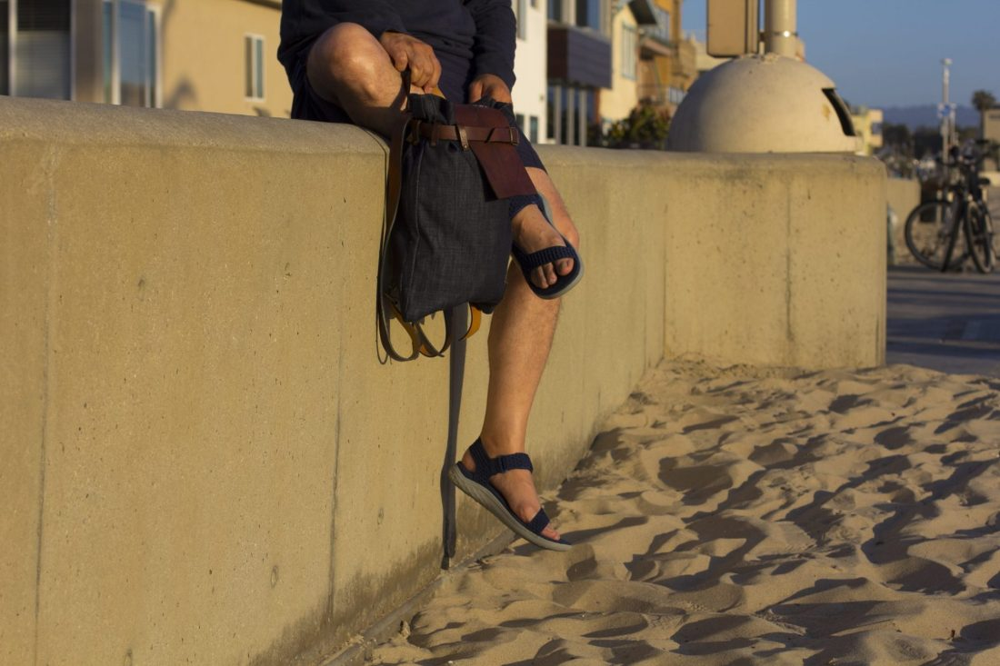 How I dress to the beach with Teva sandals