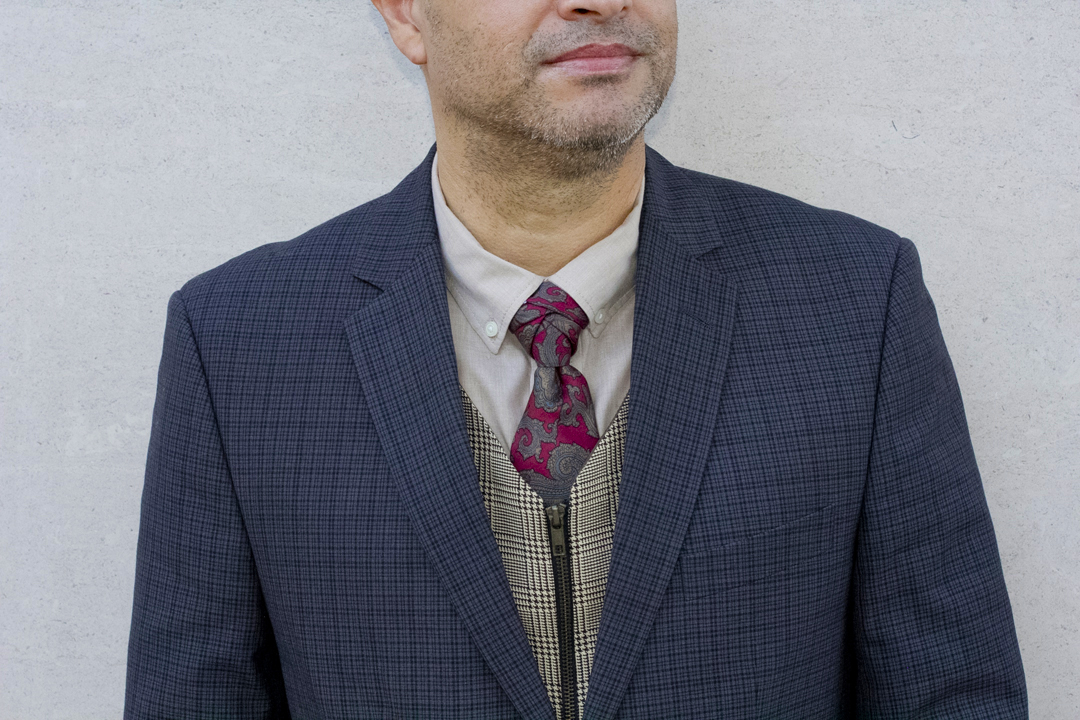 eldredge tie knot with a pattern suit outfit