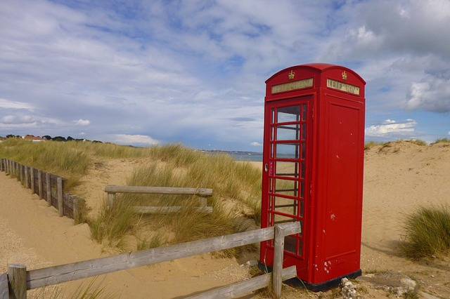 phone-booth-651222_640