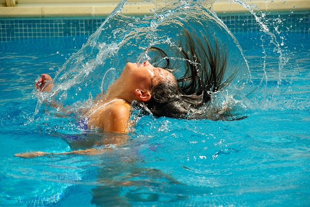 swimming-pool-475776_640