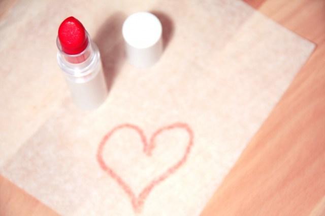 beauty-lipstick-3144-825x550