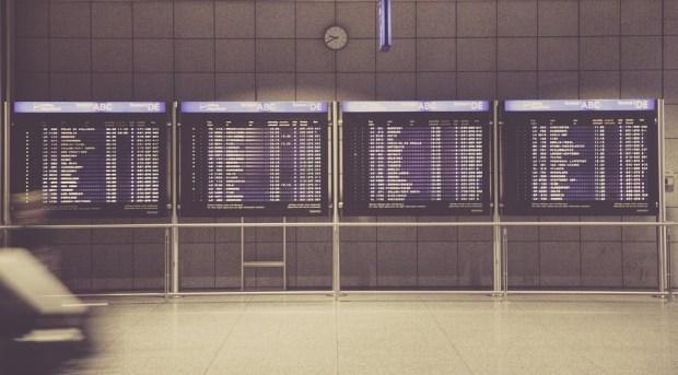 airport-594208_960_720
