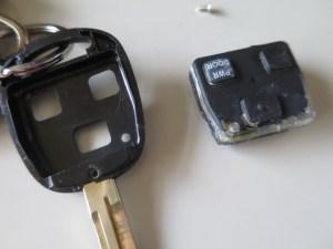 ノアAR60キー電池交換