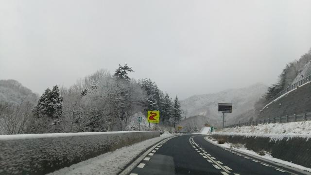 雪の高速道路