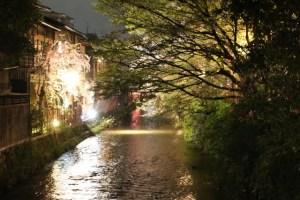 京都春のライトアップ 祇園白川