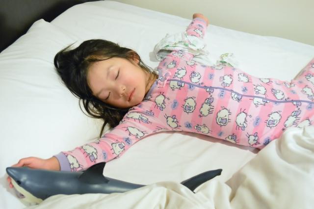 寝ていた幼児が寝ながら笑う、これは何?