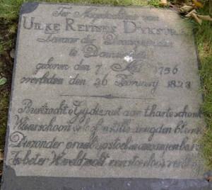 Grafsteen van Uilke Reitses bij de Nederlands Hervormde kerk te Dantumawoude