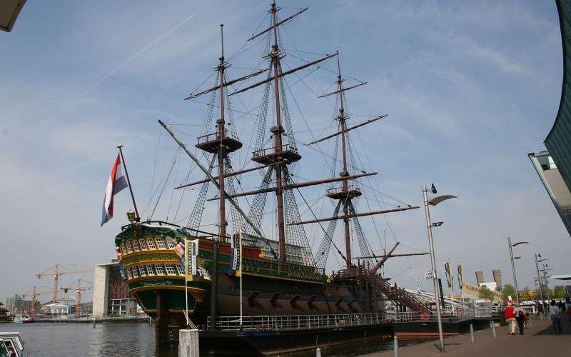 Nave Amsterdam