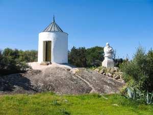 Casa di Garibaldi Caprera mulino e statua