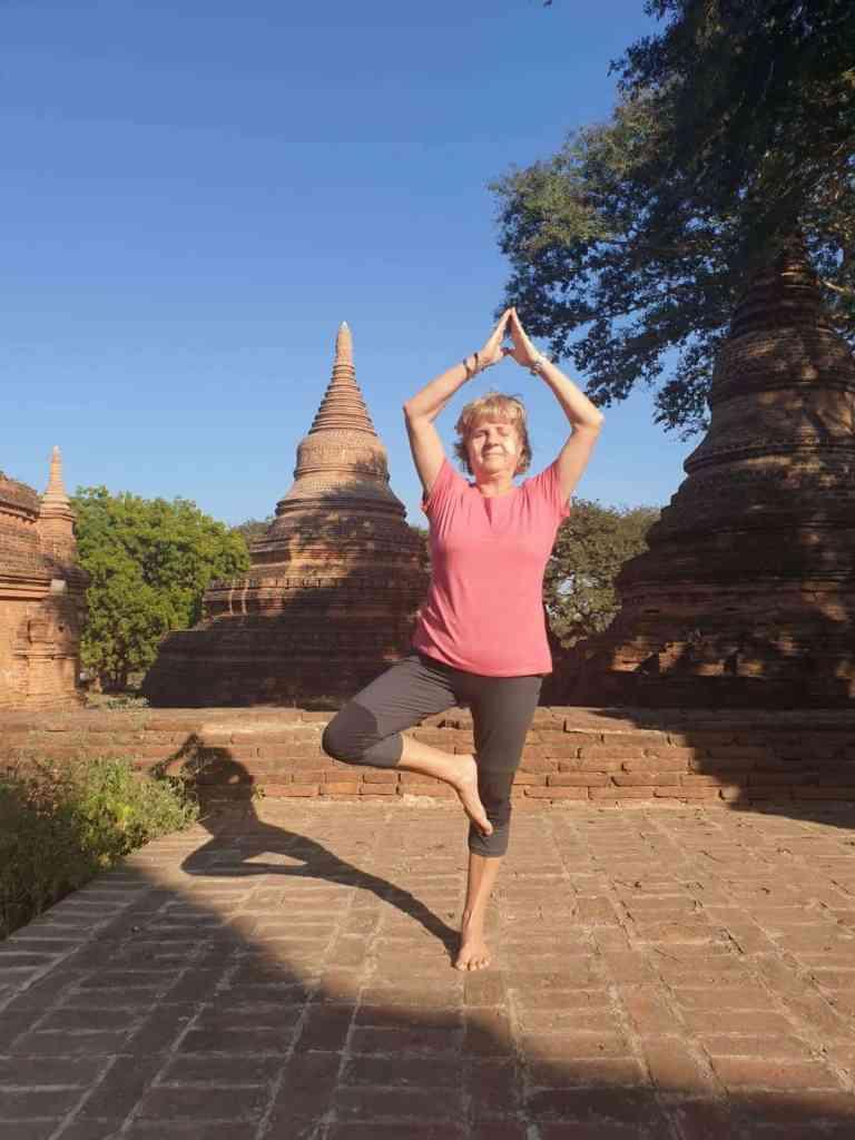 Un po' di yoga Bagan Myanmar