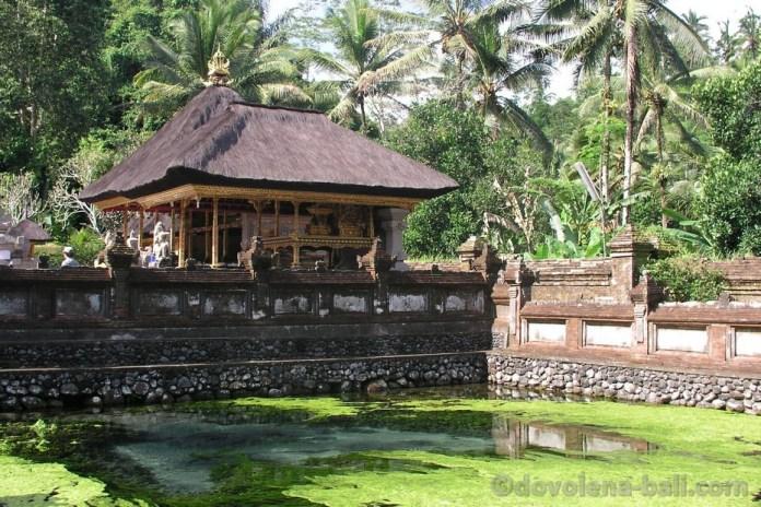 Tirta Empul svatý pramen Ubud Bali