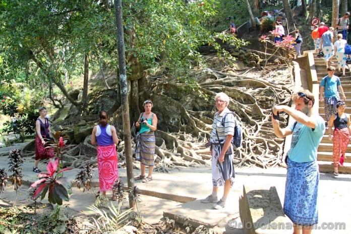 Turisté v Goa Gajah
