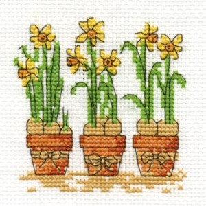 Cross stitch pattern with FREE download instantly in PDF file, to embroider three daffodils