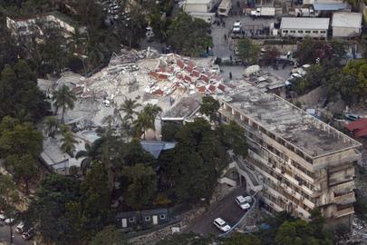 Vista aérea do centro de operações da ONU em Port-au-Prince, logo após o terremoto. Foto: ONU/Logan Abassi
