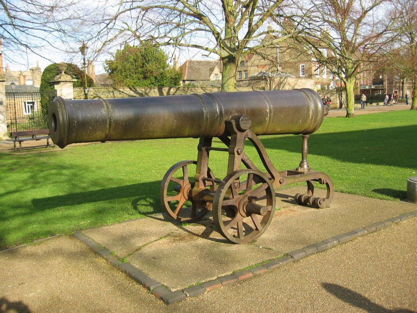 02280 Ely Cathedral Cannon
