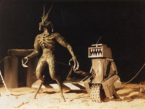 nemesis-the-warlock-film-rojaws