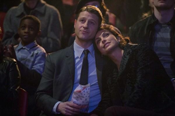 "James Gordon (Ben McKenzie and Leslie Thompkins (Morena Baccarin) in Gotham's ""The Blind Fortune Teller"""