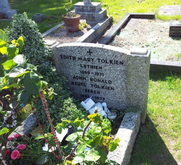 JRR Tolkein and Edith Tolkein's grave in Wolvercote Cemetery, Oxford. Image: Wikimedia Commons