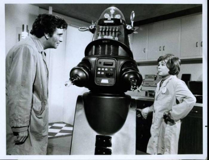 """Robby the Robot guest stares alongside Peter Falk in the 1974 Columbo episode """"Mind over Mayhem"""""""