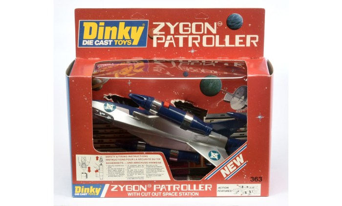Dinky 363 Zygon Patroller - silver, blue - Mint including cut-out Space Station and outer window box