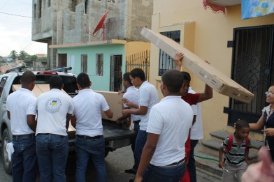 Unloading the new desks in Herrera