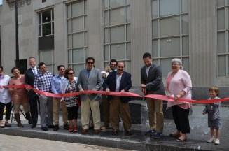 mayor cuts ribbon for fountain
