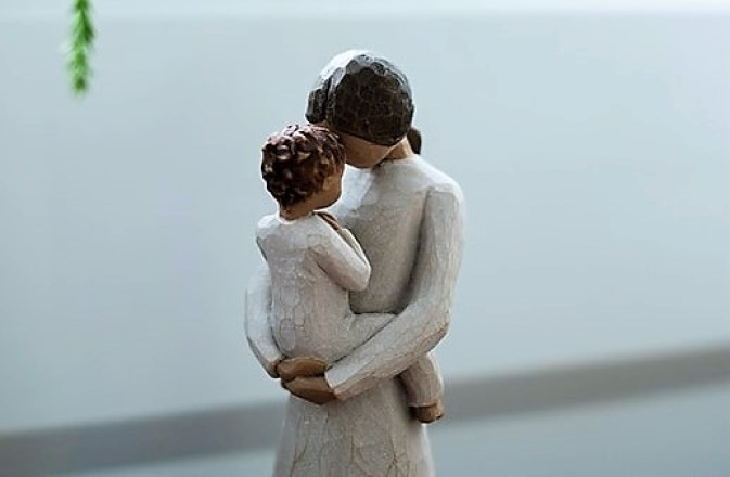 A picture of mother and son figurines.